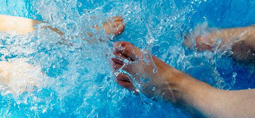 caminar por la piscina reporta beneficios a la salud